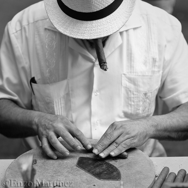 San-Gennaro-Cigar-Rolling-Man-NYC-Little-Italy